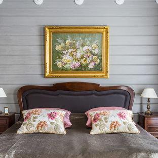 На фото: хозяйская спальня среднего размера в классическом стиле с серыми стенами без камина с