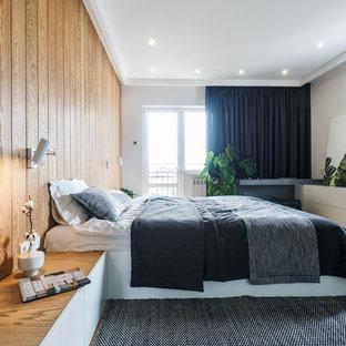 Пример оригинального дизайна: спальня в современном стиле с белыми стенами, светлым паркетным полом и бежевым полом