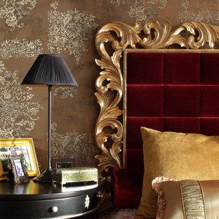 Свежая идея для дизайна: спальня в классическом стиле с коричневыми стенами - отличное фото интерьера