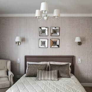 Неиссякаемый источник вдохновения для домашнего уюта: спальня в стиле современная классика с серыми стенами, темным паркетным полом и коричневым полом