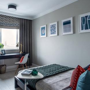 На фото: маленькая спальня в стиле современная классика с серыми стенами и серым полом с