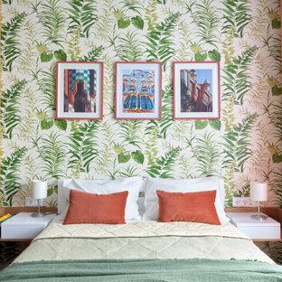 Стильный дизайн: спальня в современном стиле с разноцветными стенами - последний тренд