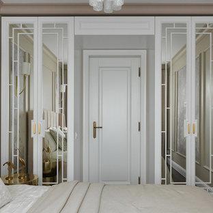 Свежая идея для дизайна: хозяйская спальня в стиле современная классика с бежевыми стенами - отличное фото интерьера