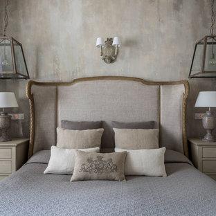 Выдающиеся фото от архитекторов и дизайнеров интерьера: большая хозяйская спальня в классическом стиле с серыми стенами