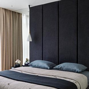 На фото: хозяйская спальня среднего размера в современном стиле с