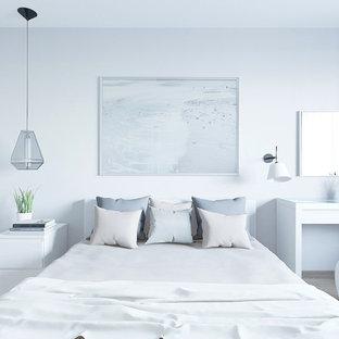 Cette image montre une petite chambre parentale nordique avec un mur gris, sol en stratifié et un sol rose.