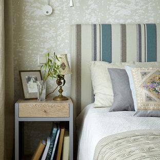 На фото: хозяйская спальня в стиле модернизм с бежевыми стенами, паркетным полом среднего тона и коричневым полом