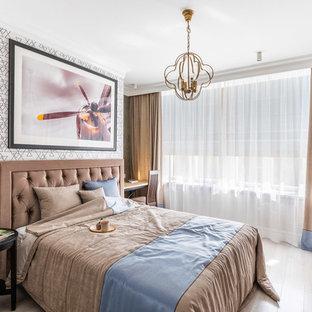 На фото: хозяйская спальня среднего размера в современном стиле с белыми стенами, светлым паркетным полом и бежевым полом