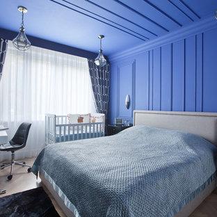 На фото: хозяйская спальня в стиле современная классика с синими стенами, светлым паркетным полом и бежевым полом с
