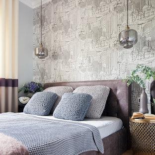 На фото: маленькая хозяйская спальня в современном стиле с серыми стенами, паркетным полом среднего тона и бежевым полом с