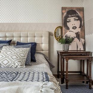 Создайте стильный интерьер: маленькая хозяйская спальня в стиле современная классика с бежевыми стенами - последний тренд