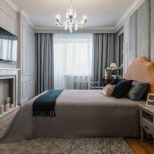 Источник вдохновения для домашнего уюта: хозяйская спальня в стиле неоклассика (современная классика) с серыми стенами, паркетным полом среднего тона, фасадом камина из камня, коричневым полом и правильным освещением