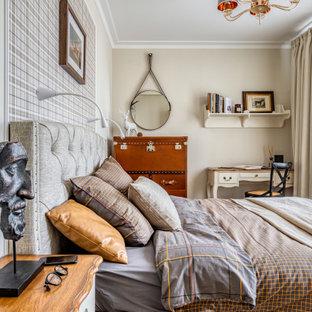 Неиссякаемый источник вдохновения для домашнего уюта: маленькая спальня в классическом стиле с бежевыми стенами