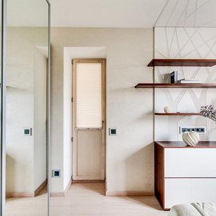 Bedroom - eclectic bedroom idea in Moscow