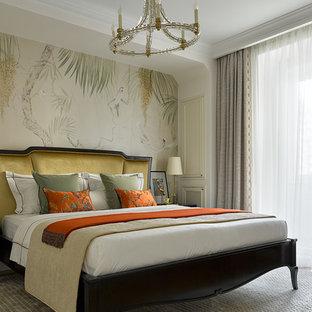 На фото: спальня в стиле современная классика с бежевыми стенами и бежевым полом без камина с