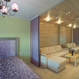 モスクワのエクレクティックスタイルのおしゃれな寝室 (間仕切りカーテン) のインテリア