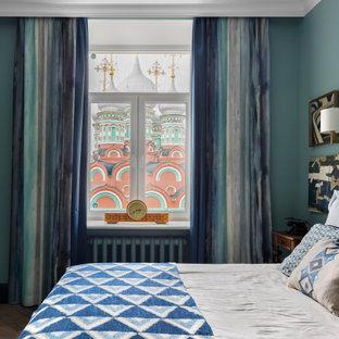На фото: спальни в стиле современная классика с синими стенами, темным паркетным полом и коричневым полом