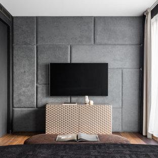 Idee per una camera matrimoniale minimal di medie dimensioni con pareti nere, pavimento in legno massello medio, pavimento marrone e boiserie