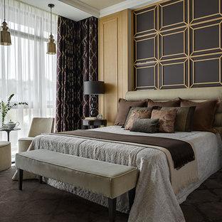 На фото: хозяйские спальни в стиле современная классика с ковровым покрытием и коричневым полом