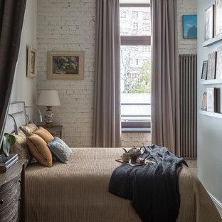 Идея дизайна: маленькая хозяйская спальня в стиле современная классика с серыми стенами, паркетным полом среднего тона и бежевым полом