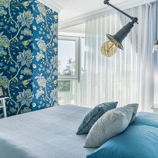 小さいエクレクティックスタイルのおしゃれな主寝室 (ラミネートの床、グレーの床)