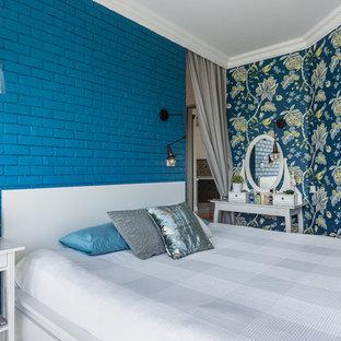 Foto de dormitorio principal, bohemio, pequeño, con suelo laminado y suelo gris