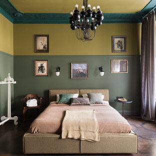 На фото: хозяйская спальня среднего размера в средиземноморском стиле с зелеными стенами, коричневым полом и паркетным полом среднего тона с