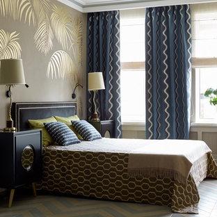 Неиссякаемый источник вдохновения для домашнего уюта: хозяйская спальня в стиле современная классика с бежевыми стенами и разноцветным полом