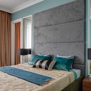 Свежая идея для дизайна: хозяйская спальня в стиле современная классика с синими стенами - отличное фото интерьера