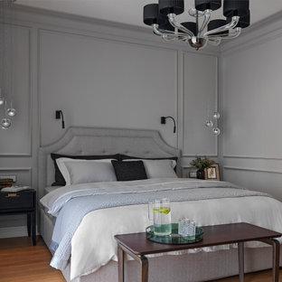 На фото: хозяйская спальня в стиле неоклассика (современная классика) с серыми стенами, паркетным полом среднего тона и коричневым полом
