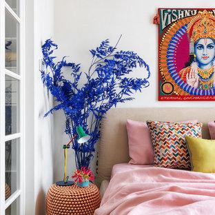 Новый формат декора квартиры: спальня в стиле фьюжн с белыми стенами для хозяев