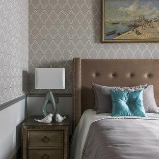 На фото: хозяйская спальня в стиле современная классика с серыми стенами, паркетным полом среднего тона и коричневым полом с
