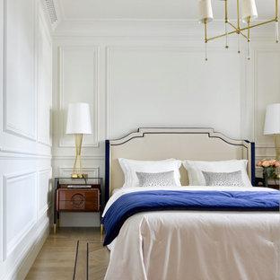 Ejemplo de dormitorio principal y boiserie, tradicional renovado, boiserie, con paredes blancas, suelo de madera clara y boiserie