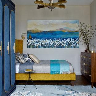 На фото: хозяйская спальня в стиле современная классика с бежевыми стенами, паркетным полом среднего тона и коричневым полом с