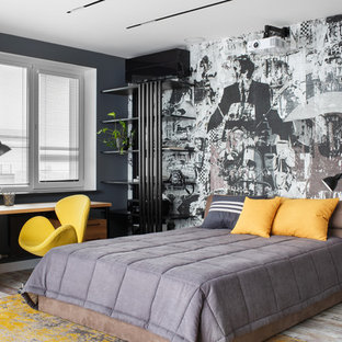 Источник вдохновения для домашнего уюта: большая хозяйская спальня в современном стиле с серыми стенами и серым полом