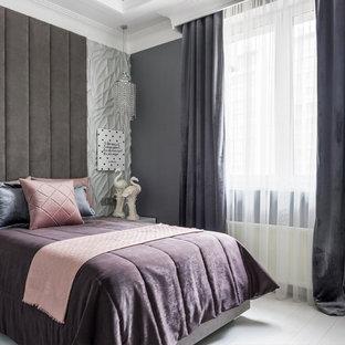 Неиссякаемый источник вдохновения для домашнего уюта: гостевая спальня в современном стиле с серыми стенами, деревянным полом и белым полом