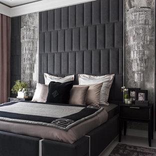 Свежая идея для дизайна: хозяйская спальня в современном стиле с серыми стенами, деревянным полом и белым полом - отличное фото интерьера