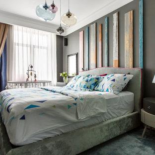 Идея дизайна: хозяйская спальня в современном стиле с серыми стенами