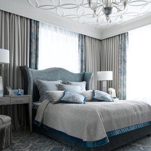 Пример оригинального дизайна: хозяйская спальня в стиле современная классика с ковровым покрытием и синим полом