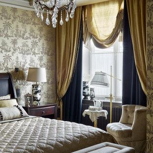 Источник вдохновения для домашнего уюта: большая хозяйская спальня в классическом стиле с ковровым покрытием и черным полом