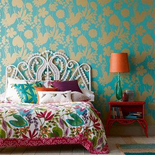 На фото: спальня в современном стиле с синими стенами с