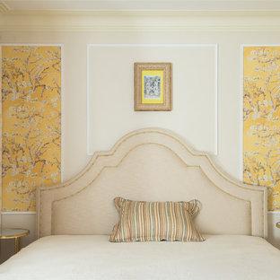 Новый формат декора квартиры: хозяйская спальня в стиле современная классика с белыми стенами