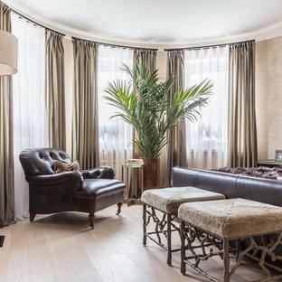 Новый формат декора квартиры: спальня в стиле современная классика с бежевыми стенами, светлым паркетным полом и бежевым полом для хозяев