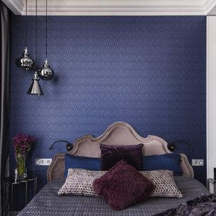Стильный дизайн: хозяйская спальня среднего размера в стиле современная классика с синими стенами - последний тренд