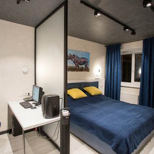 Diseño de dormitorio principal, urbano, de tamaño medio, sin chimenea, con paredes blancas, suelo vinílico y suelo gris