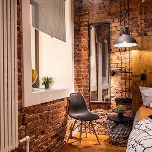 Diseño de dormitorio actual con paredes marrones y suelo marrón