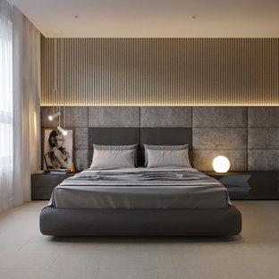 Idéer för mellanstora funkis huvudsovrum, med beige väggar, korkgolv och grått golv