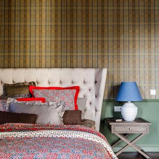На фото: хозяйские спальни в современном стиле с коричневым полом, разноцветными стенами и темным паркетным полом
