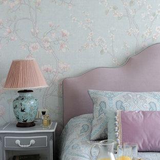 Пример оригинального дизайна: спальня среднего размера в классическом стиле с синими стенами