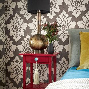 Новые идеи обустройства дома: хозяйская спальня в стиле фьюжн с разноцветными стенами